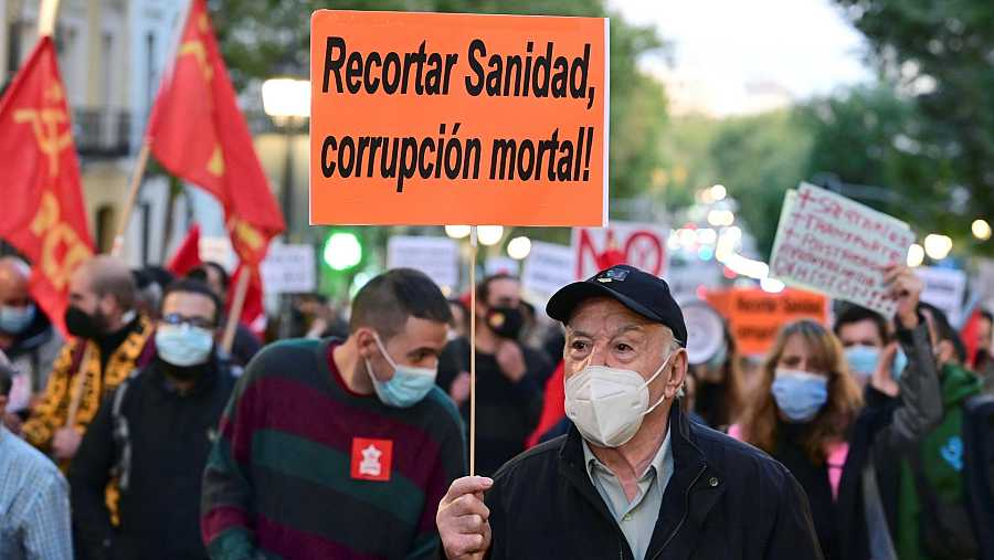 Vista general de la manifestación por la Salud y la Sanidad Pública, en el centro de la capital madrileña.