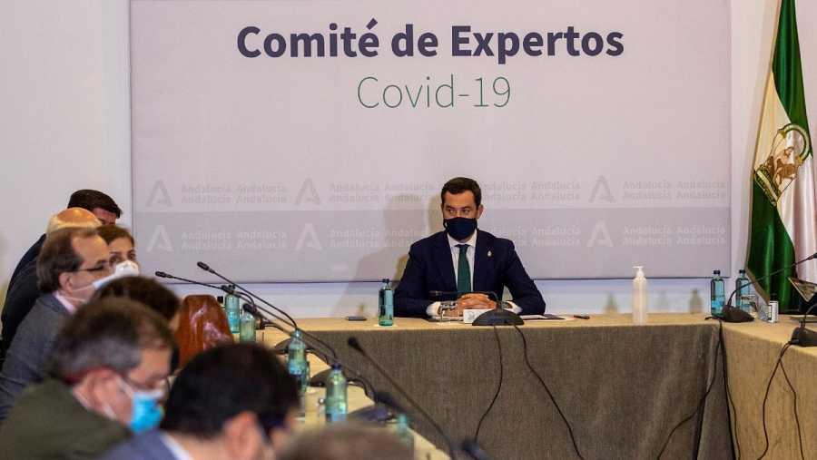 El presidente de la Junta de Andalucía, Juanma Moreno, presidiendo este miércoles la reunión del Consejo Asesor de Alertas de Salud Pública de Alto Impacto.