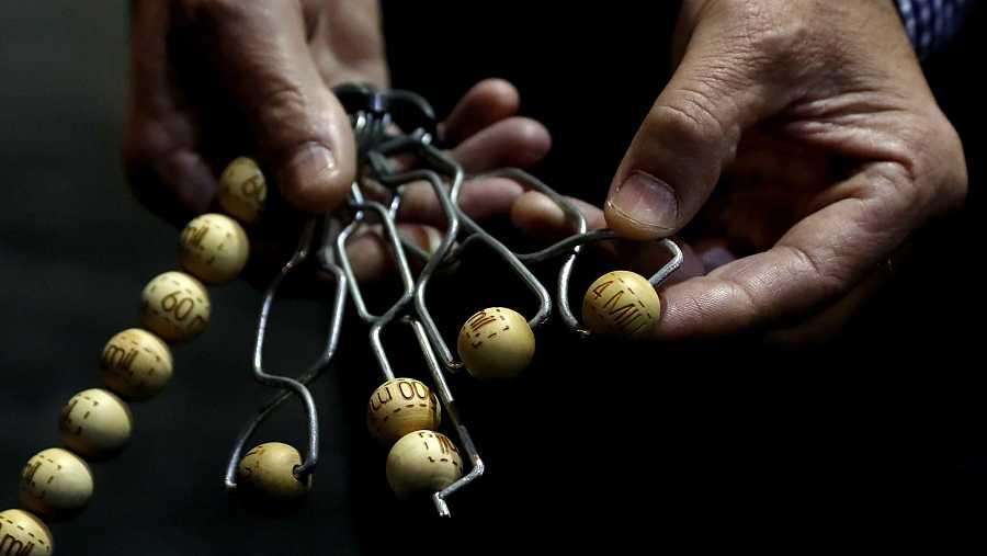 Detalle de las bolas del Sorteo del Gordo con los premios en una imagen de archivo