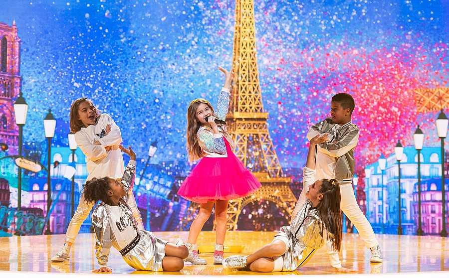 Valentina de francia durante su interpertación de 'J'imagine'