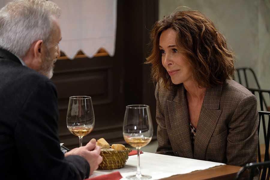 Interpreta a Mabel, ex mujer del inspector jefe Tomás Salgado