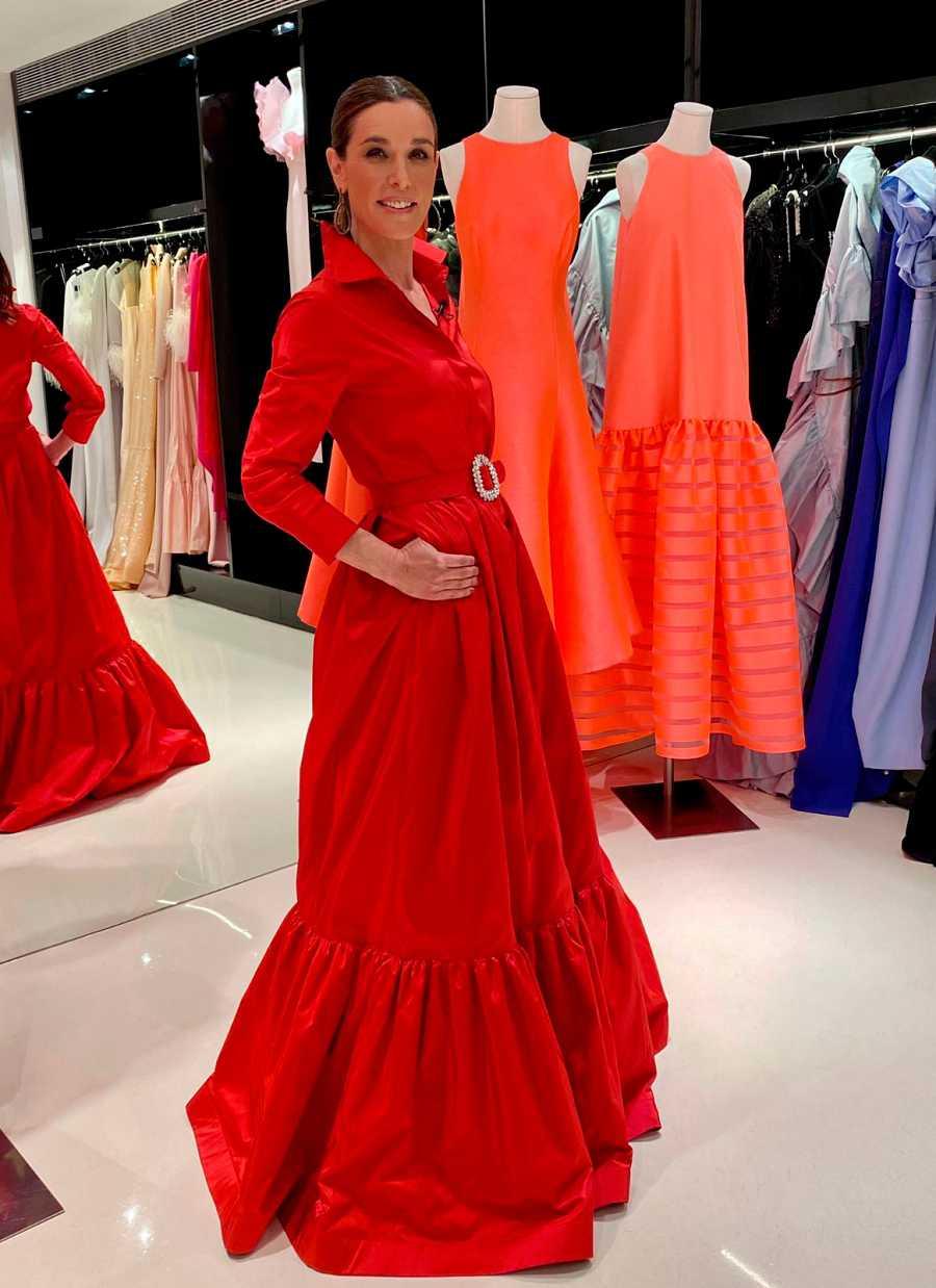 Raquel Sánchez Silva con uno de los vestidos en el nuevo programa