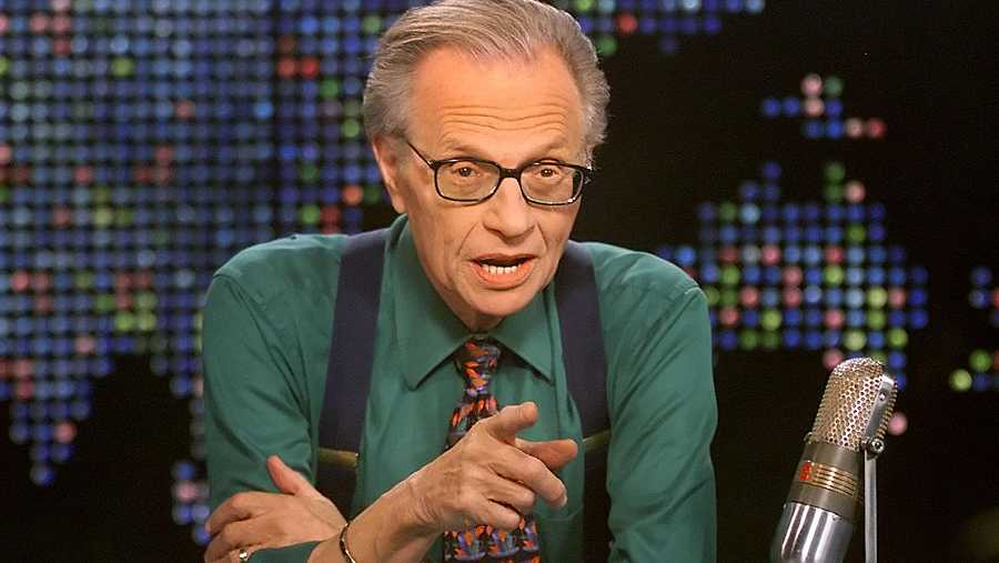 Larry King, en 2005 durante la emisión de su clásico programa en la CNN.