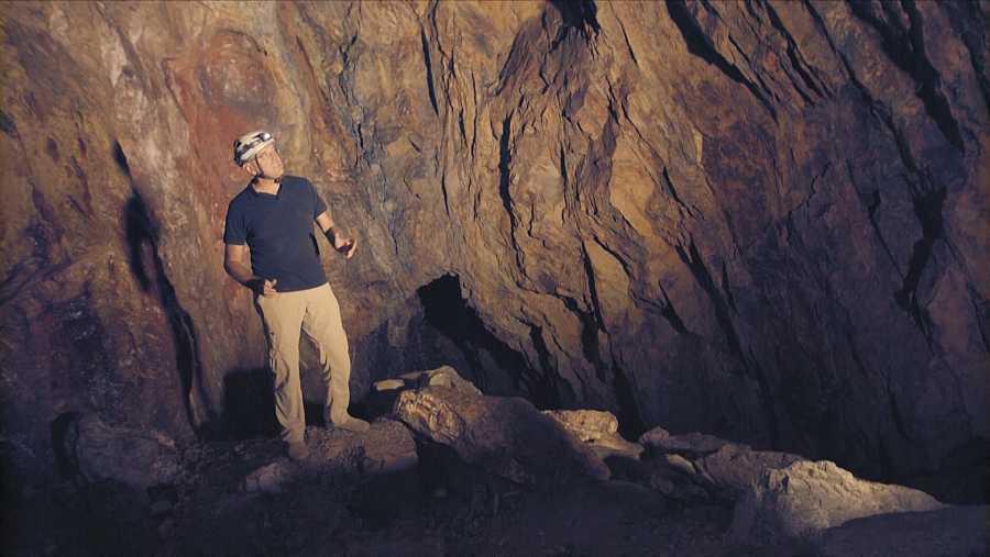 Isaac Moreno en su visita a una mina