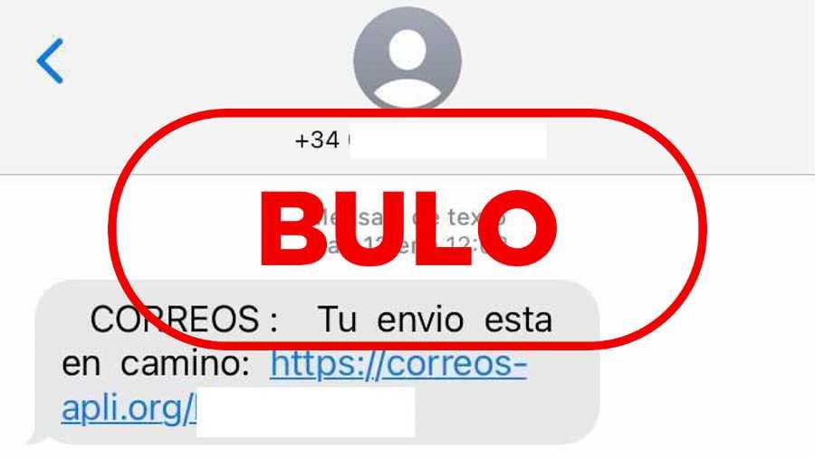 Captura del fraude enviado por SMS que suplanta a Correos y el sello de VerificaRTVE con la palabra bulo.