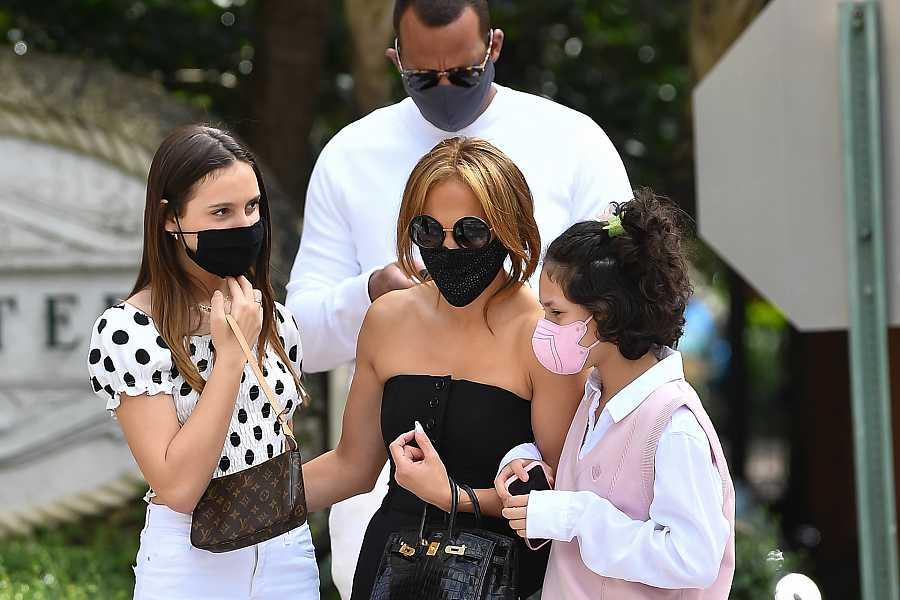 Jennifer López y Álex Rodríguez en un paseo familiar en Miami