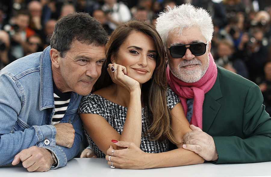 Penélope Cruz, Antonio Banderas y Pedro Almodóvar presentaron juntos 'Dolor y Gloria' en Cannes