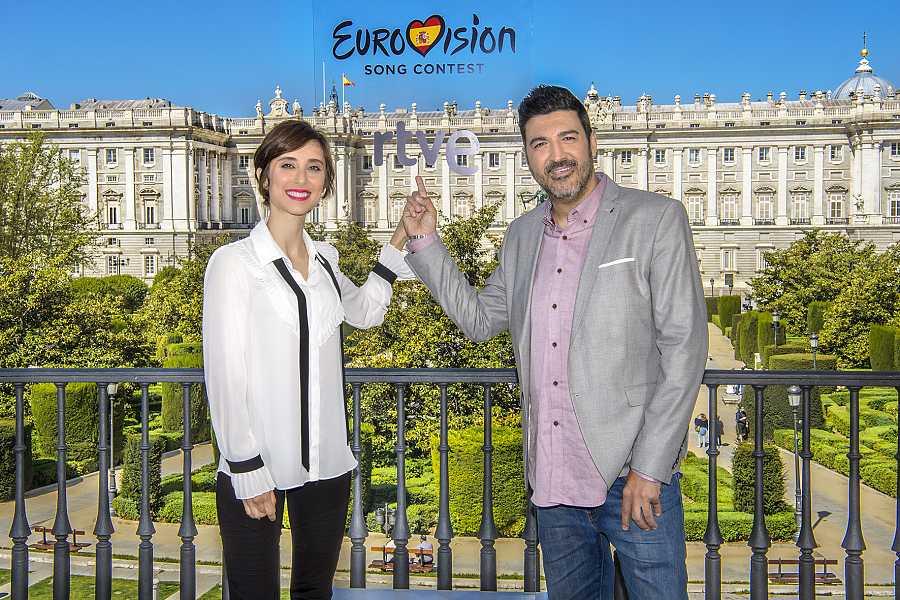 Julia Varela y Tony Aguilar, presentadores de 'Destino Eurovisión'