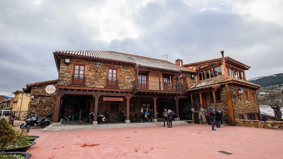 Vista frontal de las instalaciones de 'El Refugio Coworking' en Puebla de la Sierra (Madrid)