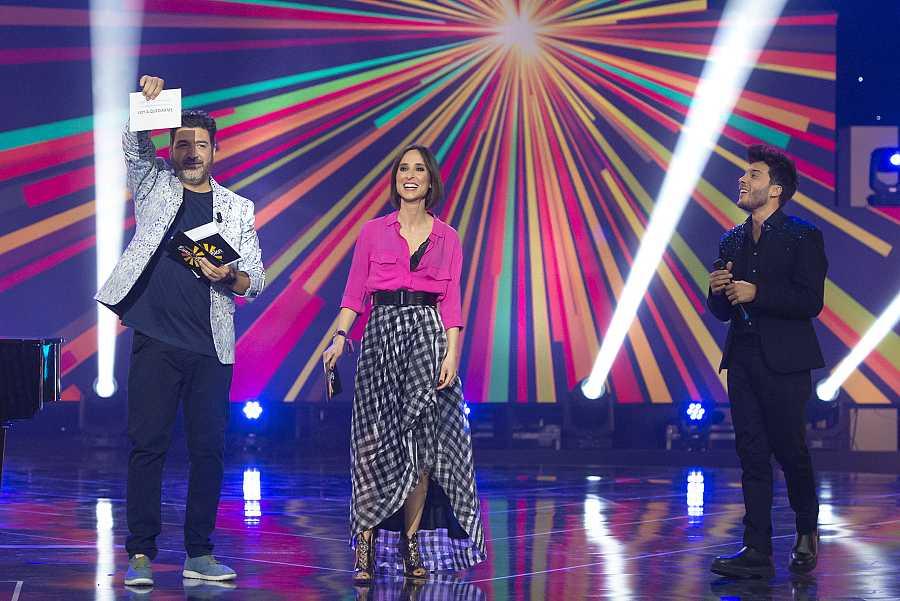 Tony Aguilar y Julia Varela anuncian la canción ganadora de Blas Cantó