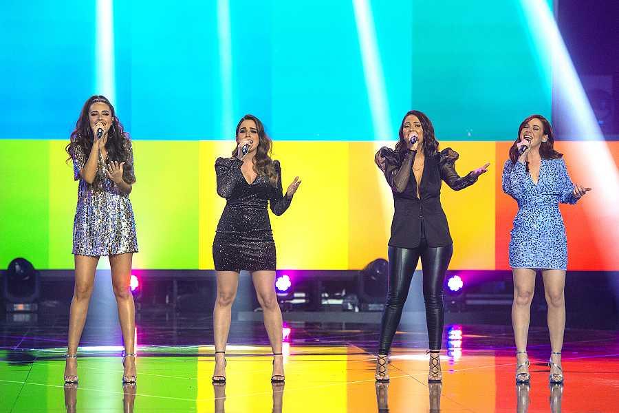 Mirela Cabrero, Lucía Estella, Alba Gil y Lydia Fairen cantan