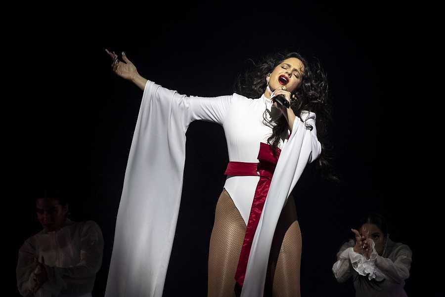 Rosalía durante un concierto de su gira 'El mal querer'