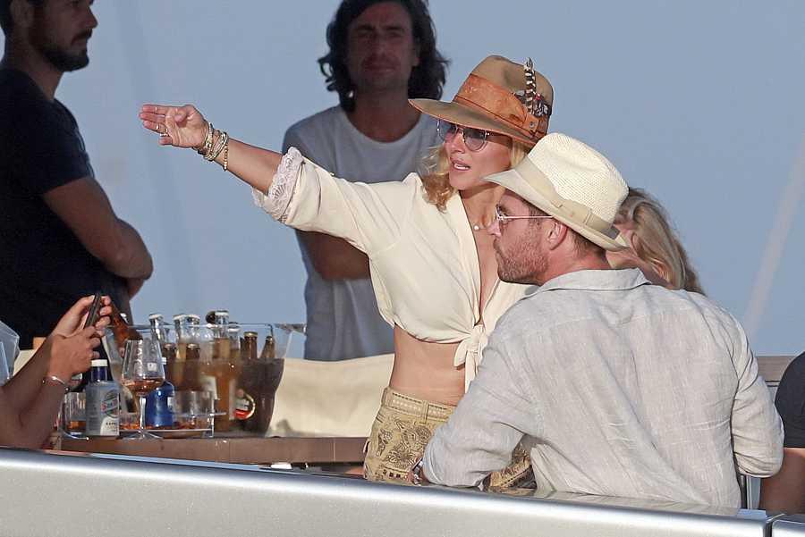 Elsa Pataky y Chris Hemsworth en Ibiza en julio de 2019