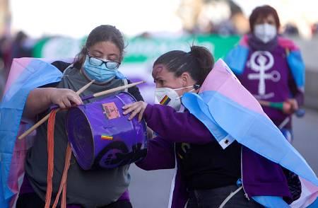 Asistentes a la manifestación celebrada en Vigo con motivo del Día Internacional de la Mujer.