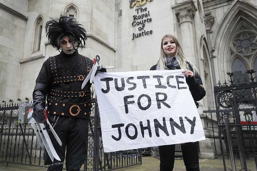 Los fans de Johnny Depp se manifiestan en las cortes de Londres