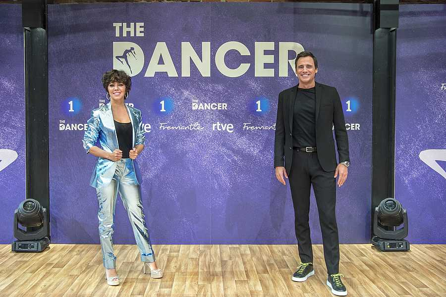 Sandra Cervera y Ion Aramendi, presentadores