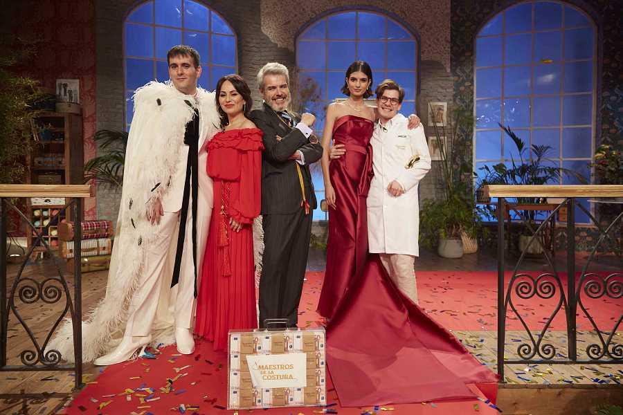'Maestros de la Costura' puso anoche el broche de oro a la edición con mayor nivel de costura