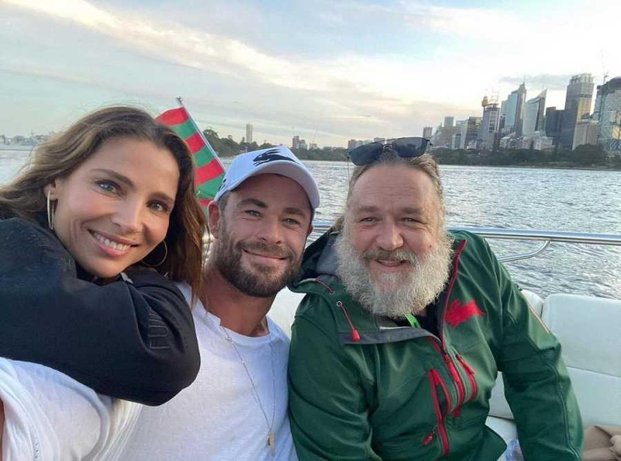 Russell Crowe junto a Elsa Pataky y Chris Hemsworth