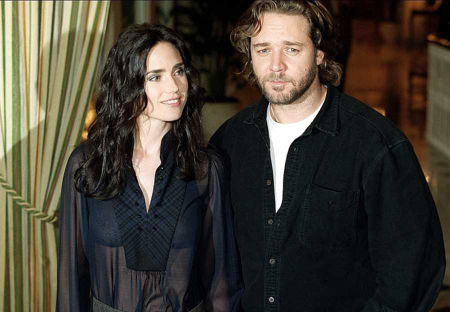 Russell Crowe junto a Jennifer Connelly en el estreno de la película 'Una mente maravillosa'