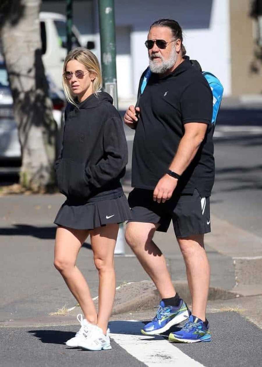Russell Crowe junto a su novia Britney Theriot