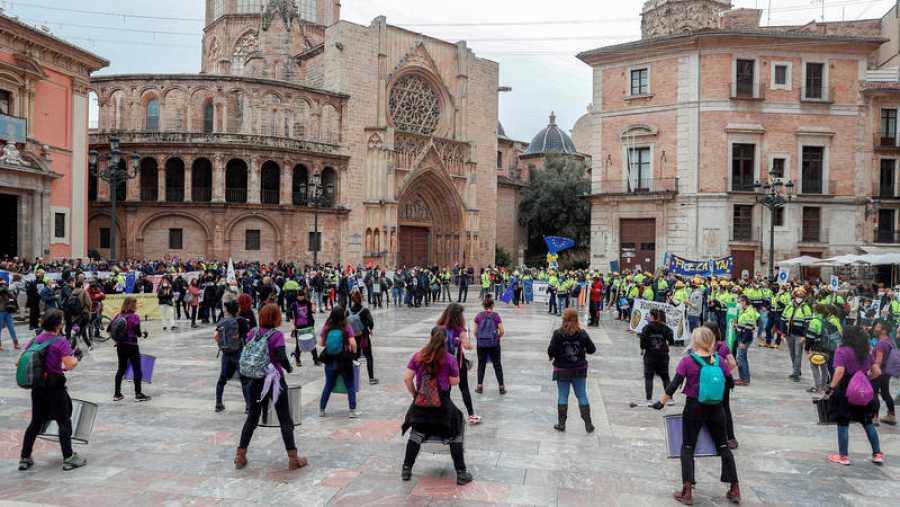 El 19 de marzo, centenares de interinos salieron a las calles de Valencia y otras ciudades para reclamar su fijeza
