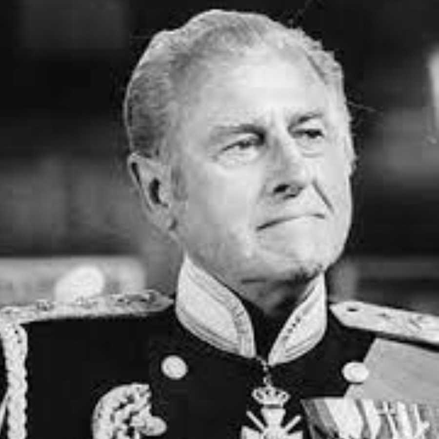 El actor Stewart Granger interpretando al duque de Edimburgo