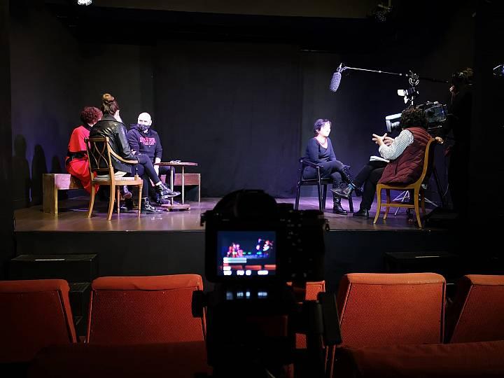El equipo de 'Crónicas' grabando entrevistas