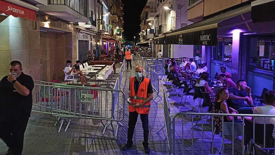 Sitges planteja fer una prova pilot amb els locals del carrer del Pecat en horari nocturn