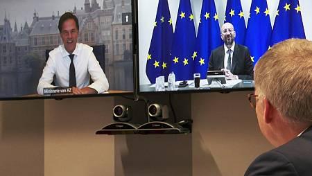 El primer ministro de los Países Bajos, Mark Rutte y el presidente del Consejo Europeo, Charles Michel por videoconferencia