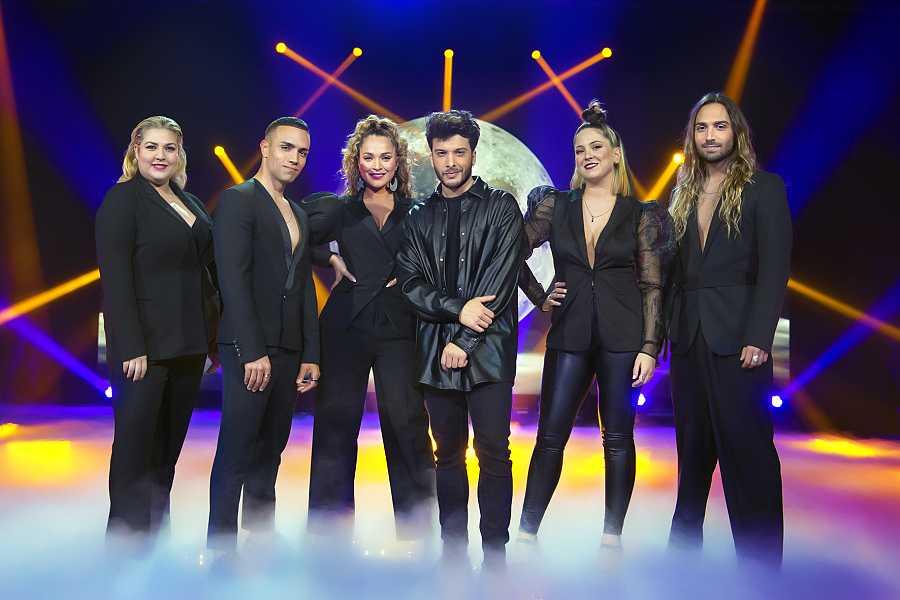 Blas Cantó con el equipo que le acompañará a Eurovisión 2021