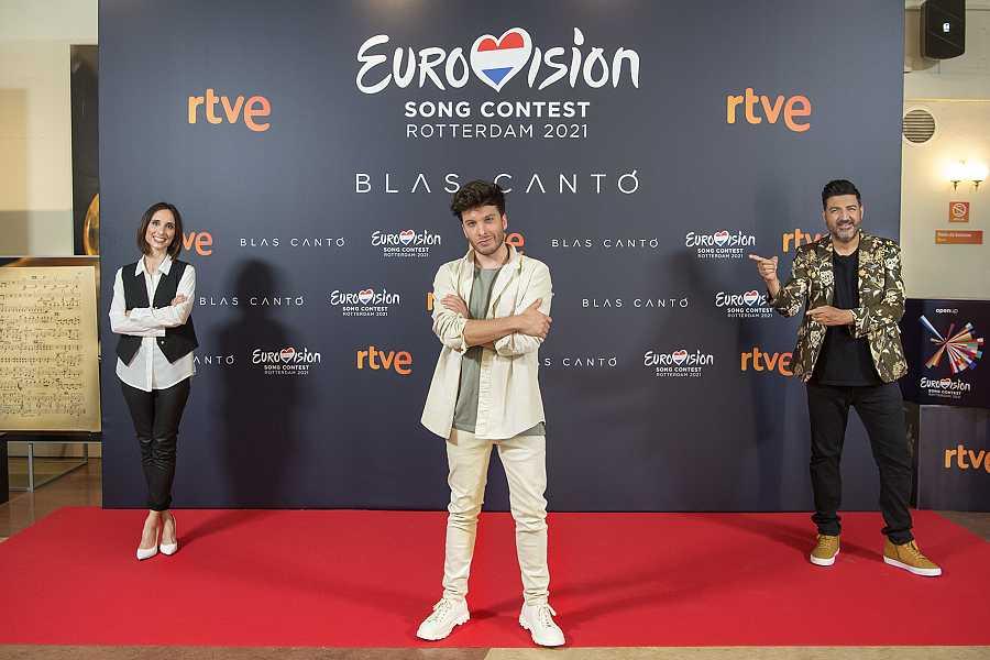 Julia Varela, Blas Cantó y Tony Aguilar en el acto de despedida antes de Eurovisión