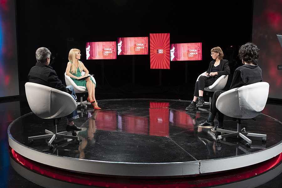 Mili Hernández, Olga Iglesias y Paula García con Cayetana Guillén Cuervo