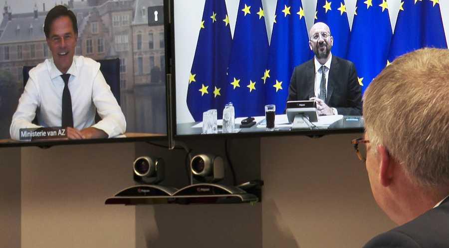 Videoconfenencia entre el ministro de Finanzas Países Bajos y el presidente del Consejo Europeo, Charles Michel