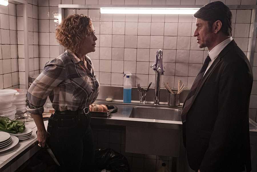 Landa y Laura en la cocina