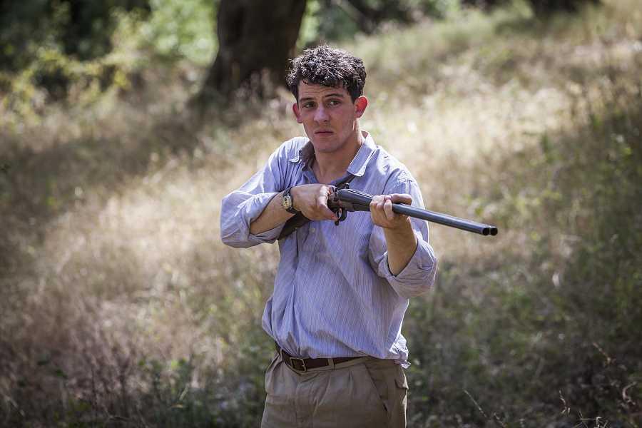Josh O'Connor es Lawrence en 'Los Durrell'