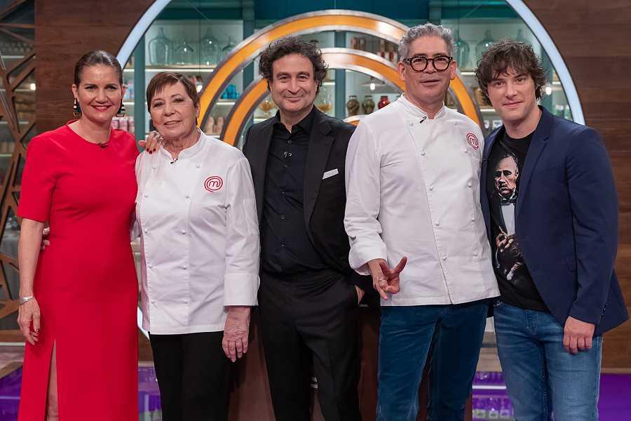 Celia Villalobos y Boris Izaguirre visitan las cocinas de 'MasterChef'