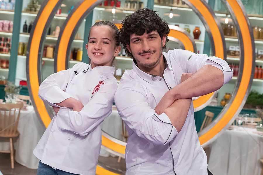Aurora Ruiz ('MasterChef Junior 8') y el chef Carlos Hernández del Río.