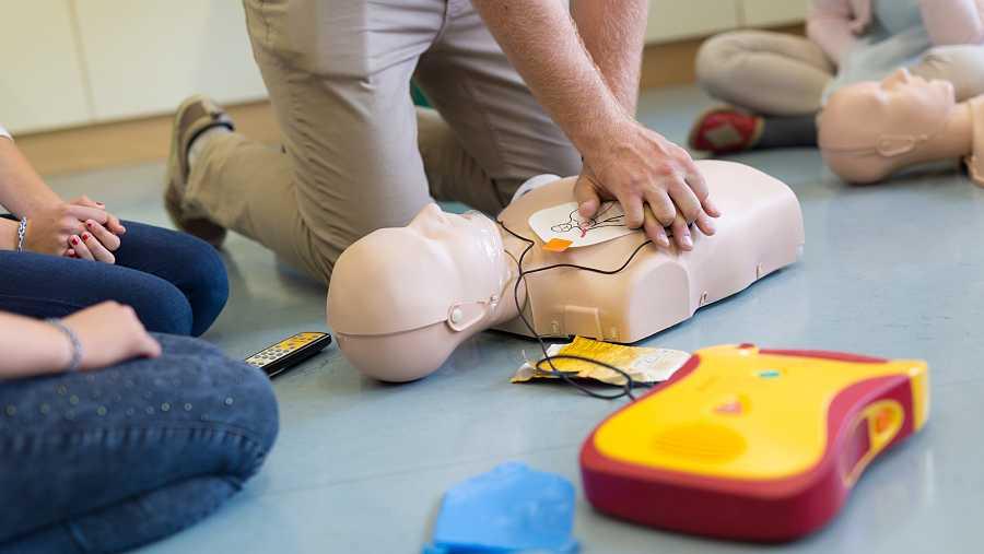 Existe un desconocimiento generalizado sobre maniobras de reanimación cardiopulmonar.
