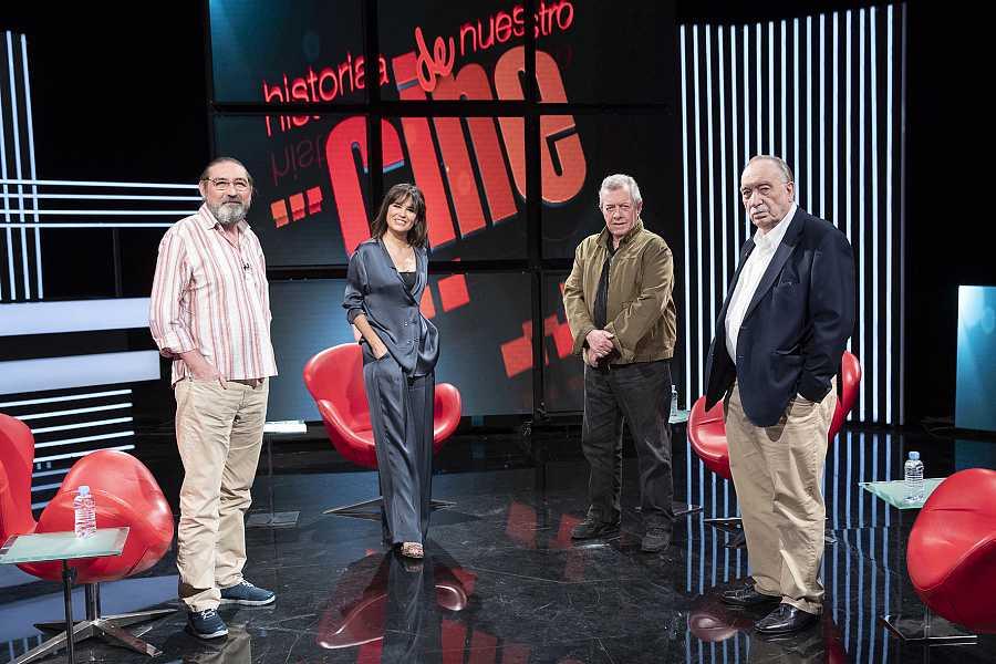 Los participantes el el coloquio, junto a Elena S Sánchez