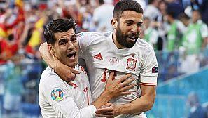 Morata y Jordi Alba celebran el 0-1 de España ante Suiza.