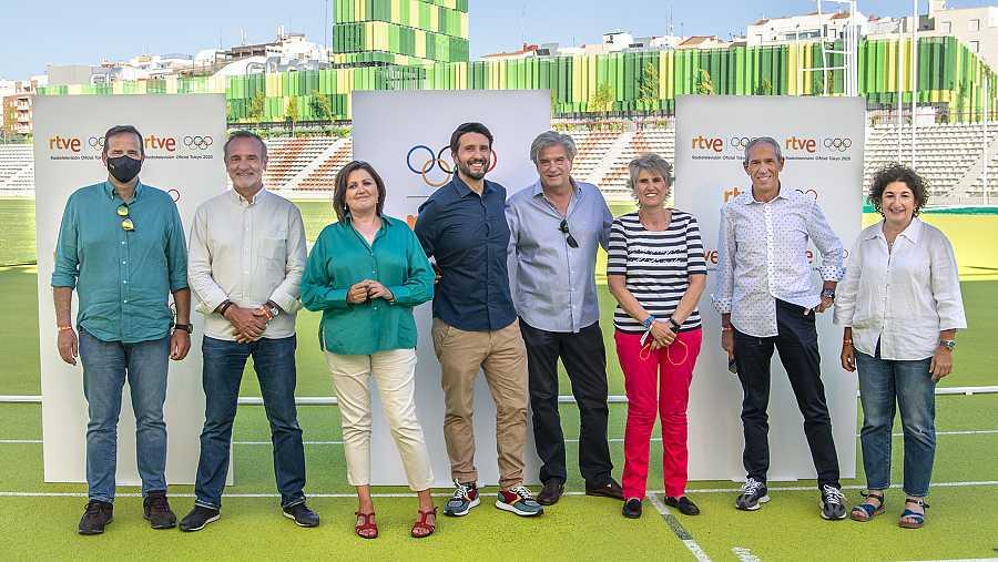 Paco Grande, Nacho Calvo, Julia Luna, Paco Caro, Javi López, Paloma del Río, Carlos de Andrés, y Elena Jiménez.