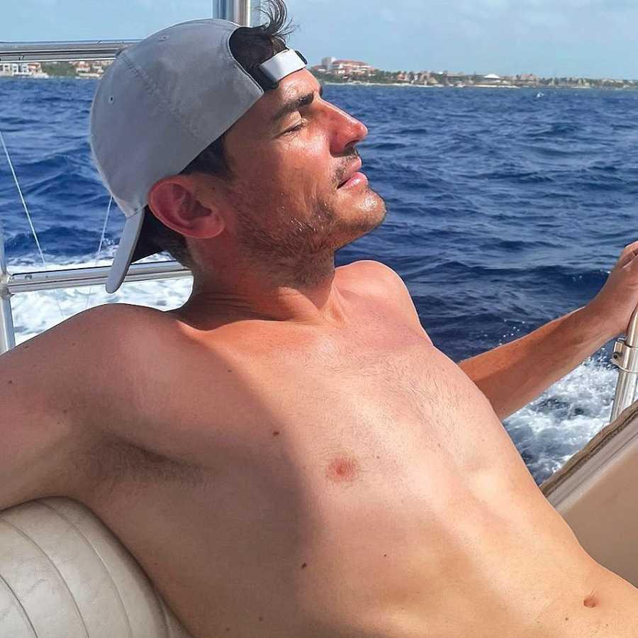 Iker Casillas tomando el sol