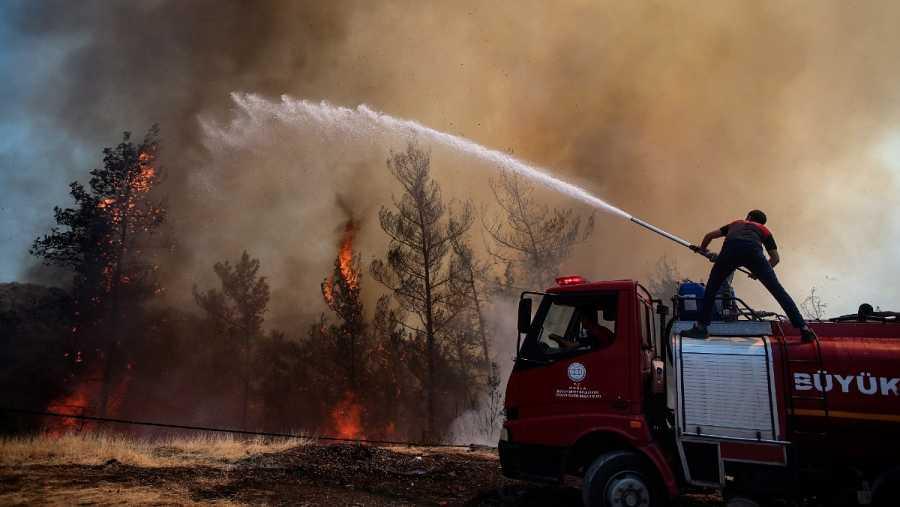 Un joven perdió la vida en Marmaris al intentar ayudar a los bomberos