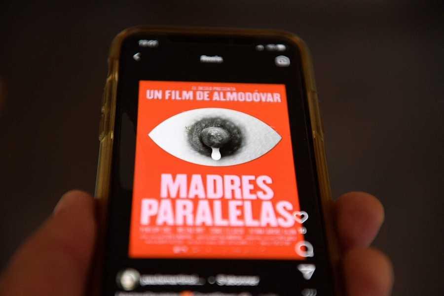 'Madres paralelas' vence la censura de Facebook e Instagram
