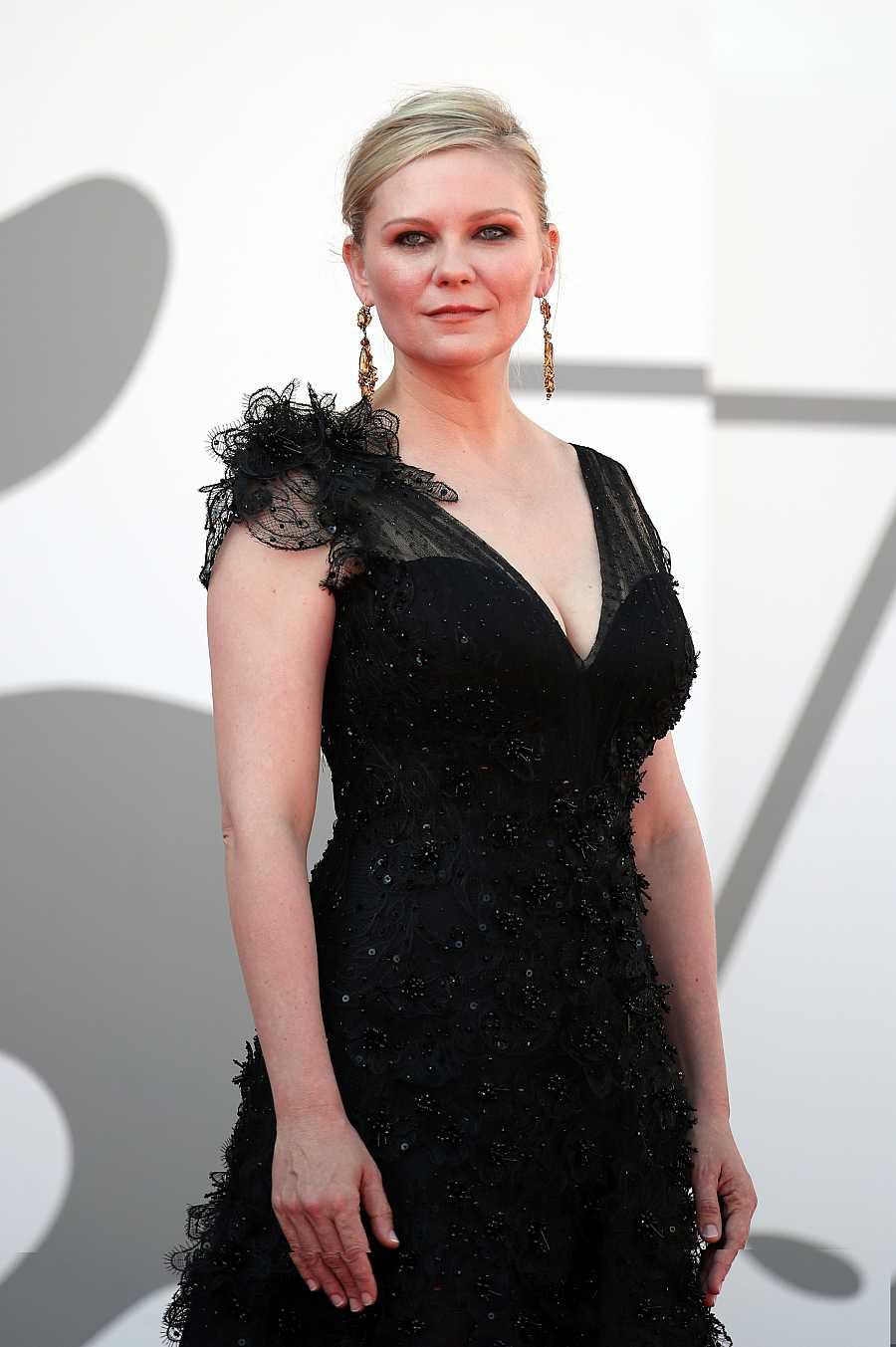 Kirsten Dunst en la premiere de 'El poder del perro' en el Festival de cine de Venecia