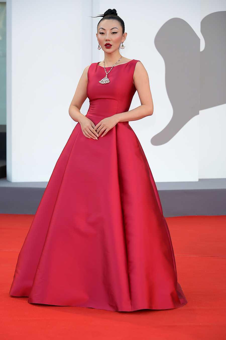Jessica Wang en la alfombra roja de Venecia