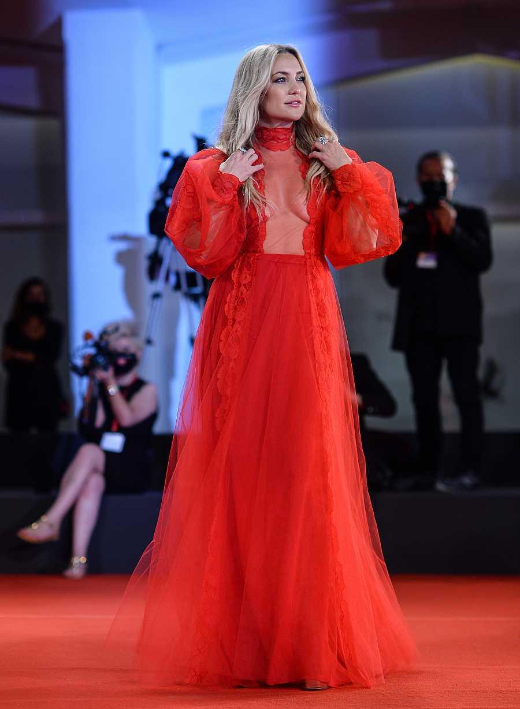Kate Hudson en la alfombra roja de Venecia