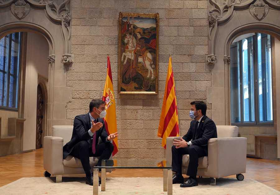 Pedro Sánchez y Pere Aragonès, reunidos en el Palau de la Generalitat