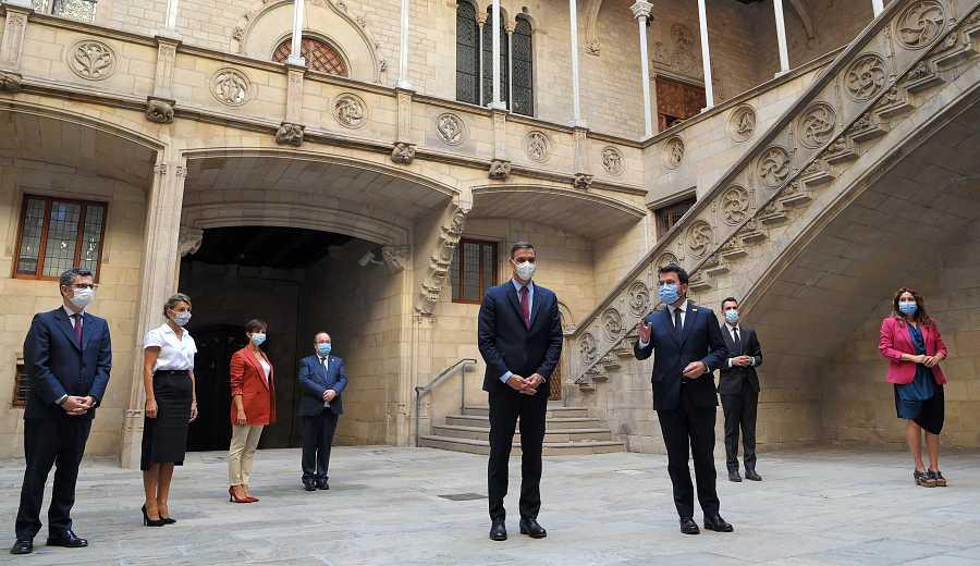 Sánchez y Aragonès, con las delegaciones del Gobierno y la Generalitat en la mesa de diálogo