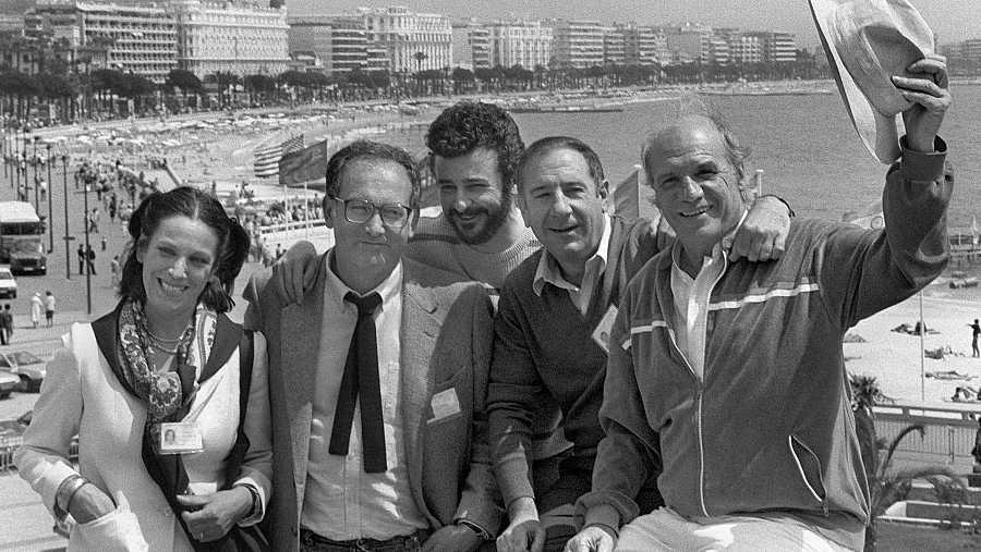 Mario Camus y los protagonistas de 'Los santos inocentes', durante la presentación de la película en el Festival de Cannes de 1984.